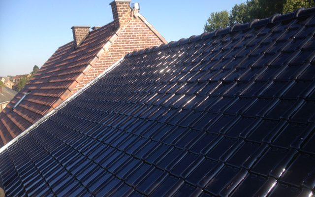 R alisation toiture avec tuiles noir potelberg 993 for Toiture tuile plate noire